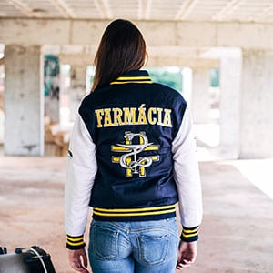 Jaqueta universitária personalizada